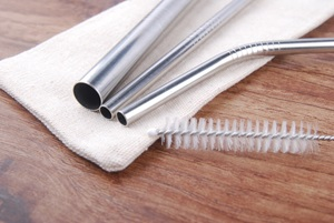 reusable straw and cleaning brush